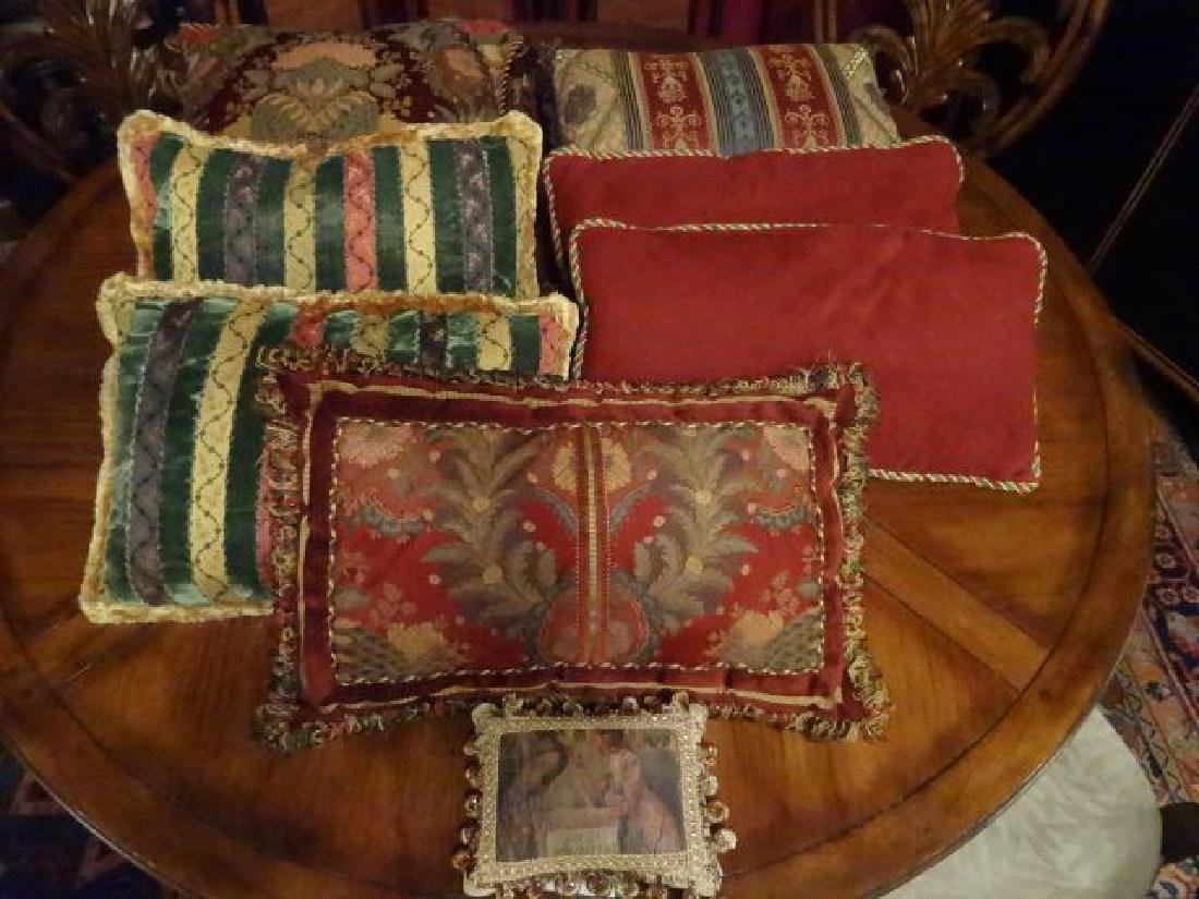 8 PC DECORATOR ACCENT PILLOWS, VERY GOOD CONDITION,