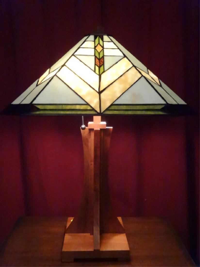TIFFANY STYLE LEADED STAINED GLASS LAMP BY SPLENDOUR