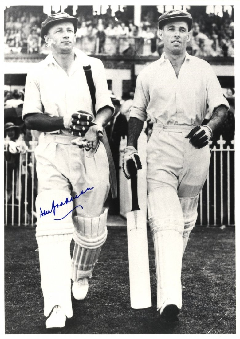 BRADMAN DON: (1908-2001) Australian Cricketer. Signed 7