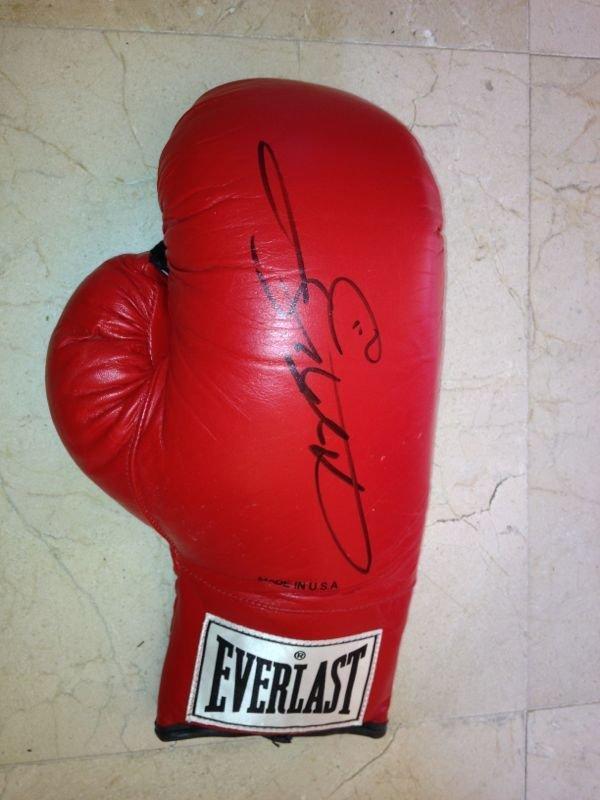 LEONARD SUGAR RAY: (1956- ) American Boxer, a World