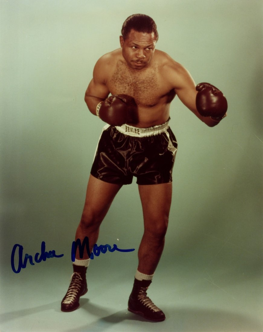 BOXING: Small selection of signed 8 x 10 photographs by