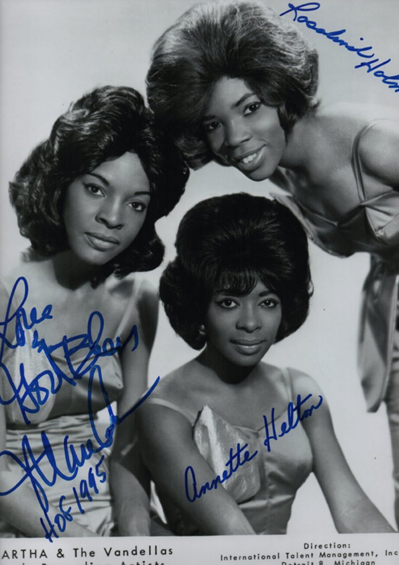 REEVES MARTHA & THE VANDELLAS: Signed 10.5 x 12.5