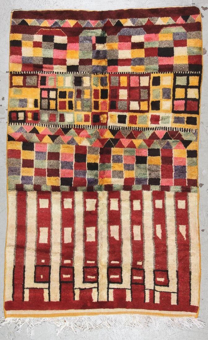 Moroccan Rug: 5' x 8' (152 x 244 cm)