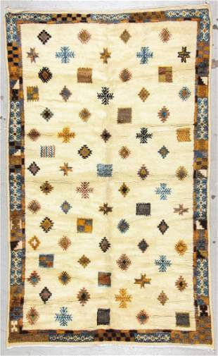 Moroccan Rug: 5'4'' x 8'9'' (163 x 267 cm)