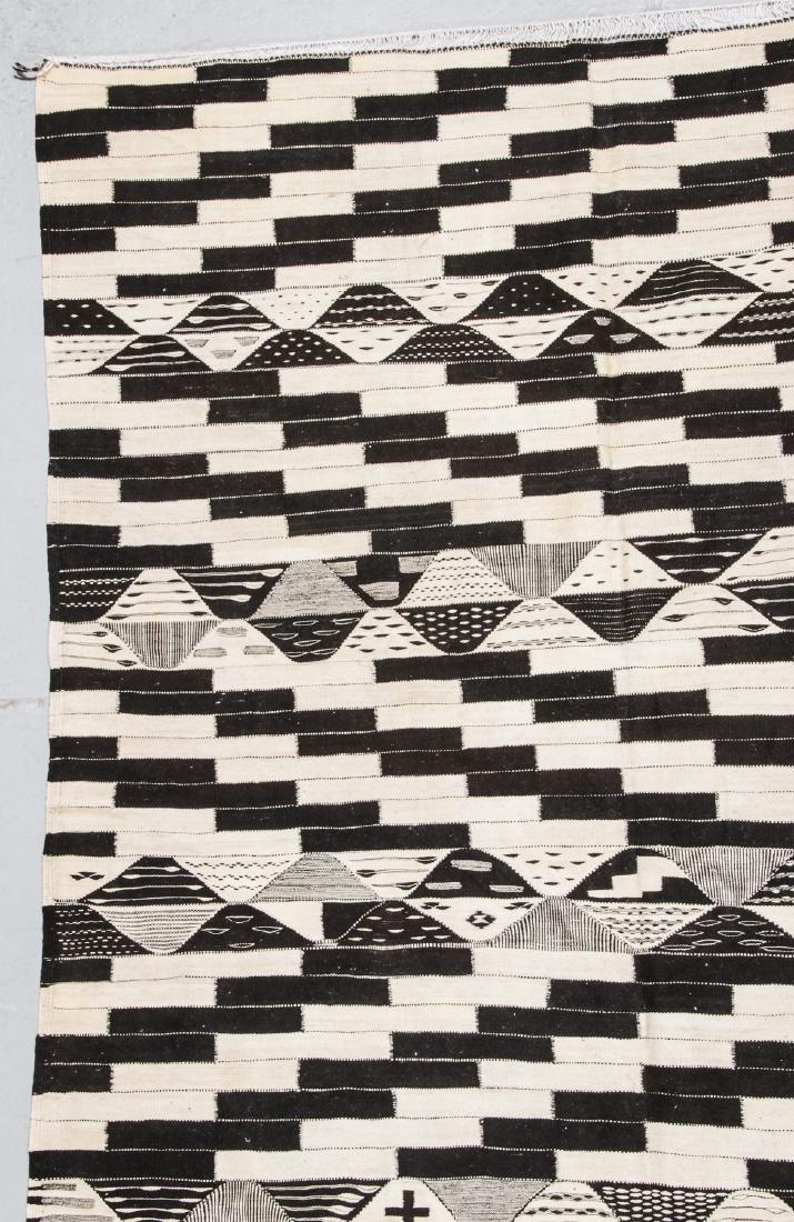 Modern Moroccan Taznacht Kilim: 7'1'' x 10'10' - 2