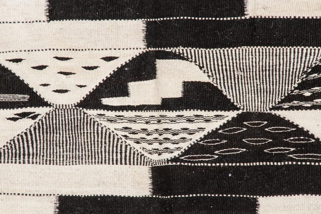 Modern Moroccan Taznacht Kilim: 7'1'' x 10'10' - 3