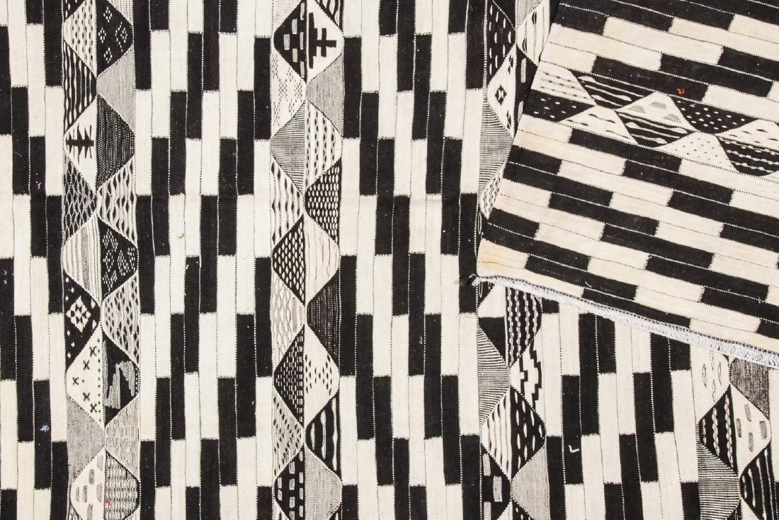 Modern Moroccan Taznacht Kilim: 7'1'' x 10'10' - 4
