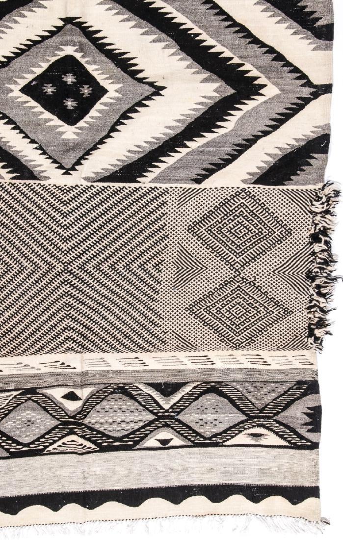 Modern Moroccan Taznacht Kilim: 5' x 8'8'' - 2