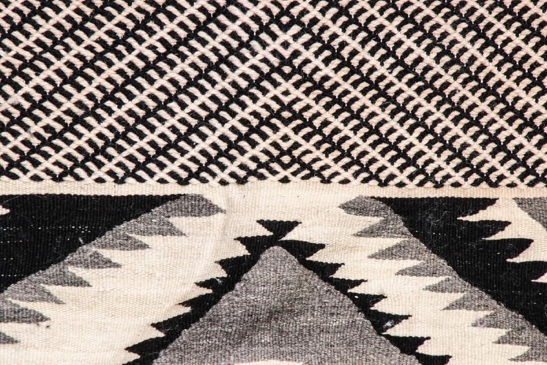 Modern Moroccan Taznacht Kilim: 5' x 8'8'' - 3