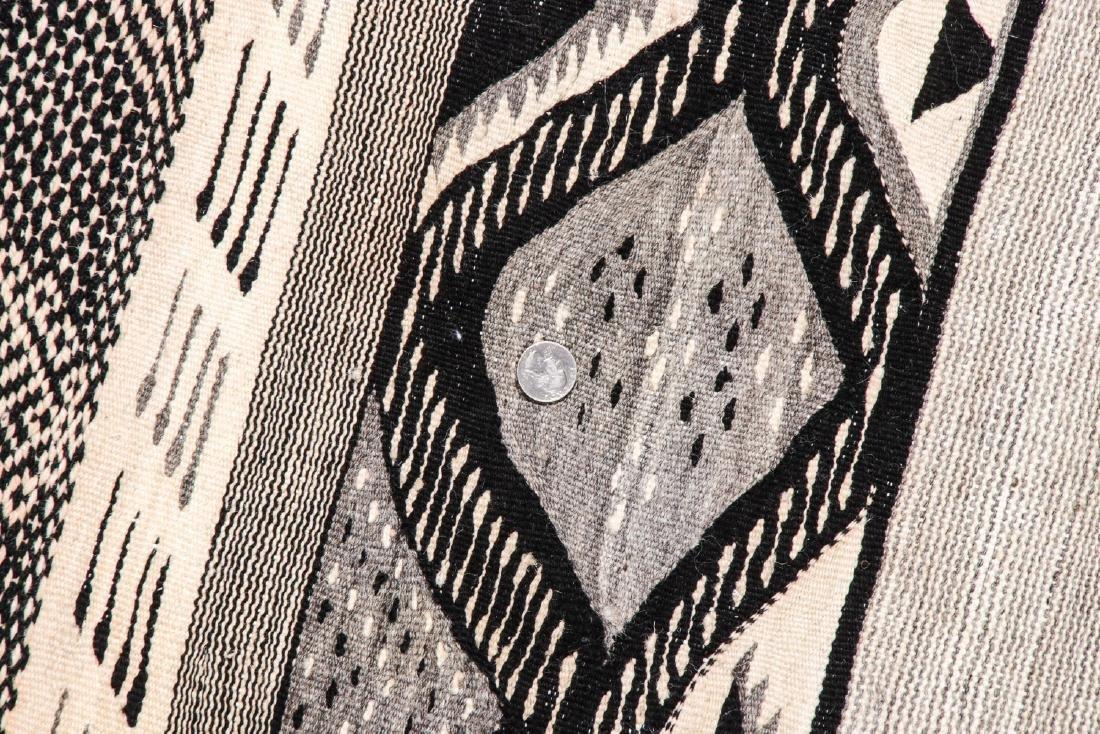 Modern Moroccan Taznacht Kilim: 5' x 8'8'' - 5