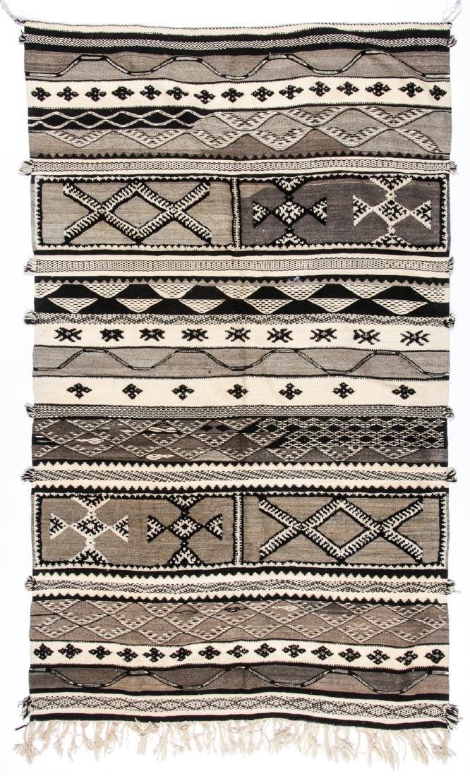 Modern Moroccan Taznacht Kilim: 5'2'' x 8'5''