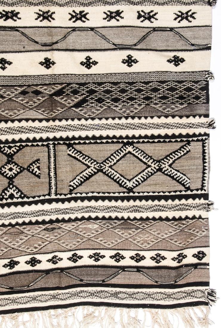 Modern Moroccan Taznacht Kilim: 5'2'' x 8'5'' - 2