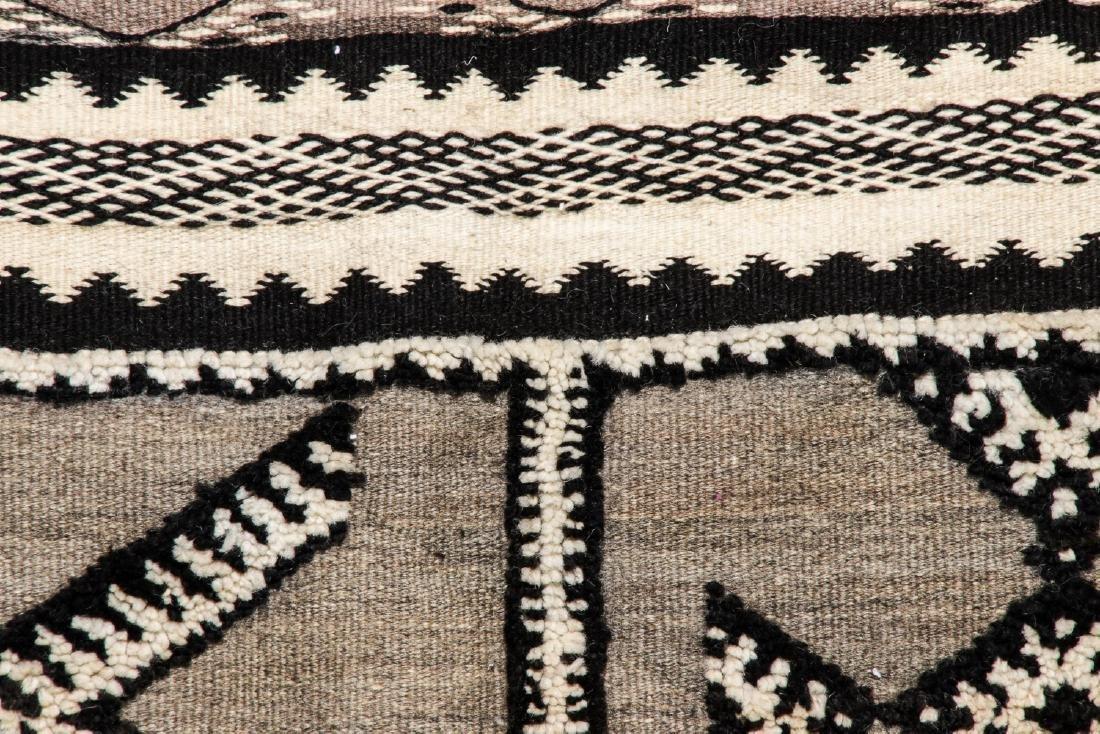 Modern Moroccan Taznacht Kilim: 5'2'' x 8'5'' - 3
