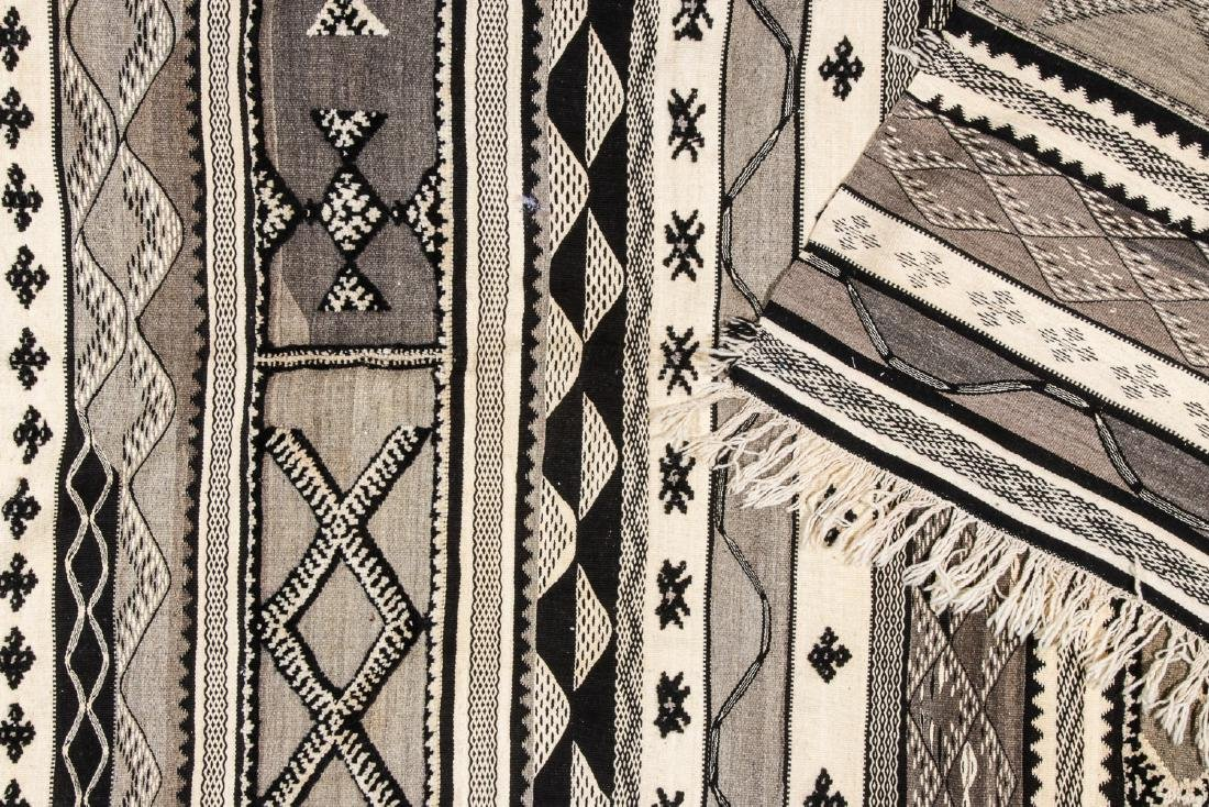Modern Moroccan Taznacht Kilim: 5'2'' x 8'5'' - 4