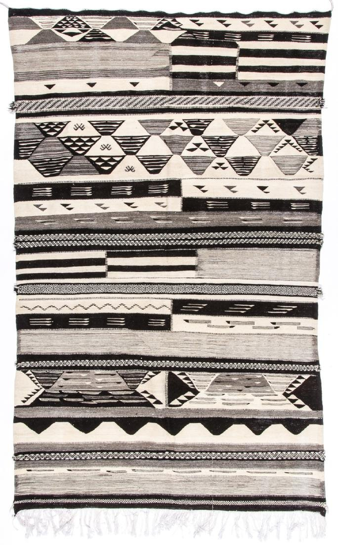 Modern Moroccan Taznacht Kilim: 5' x 8'4''