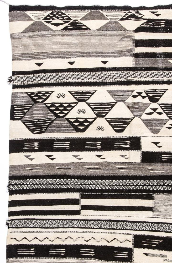 Modern Moroccan Taznacht Kilim: 5' x 8'4'' - 2