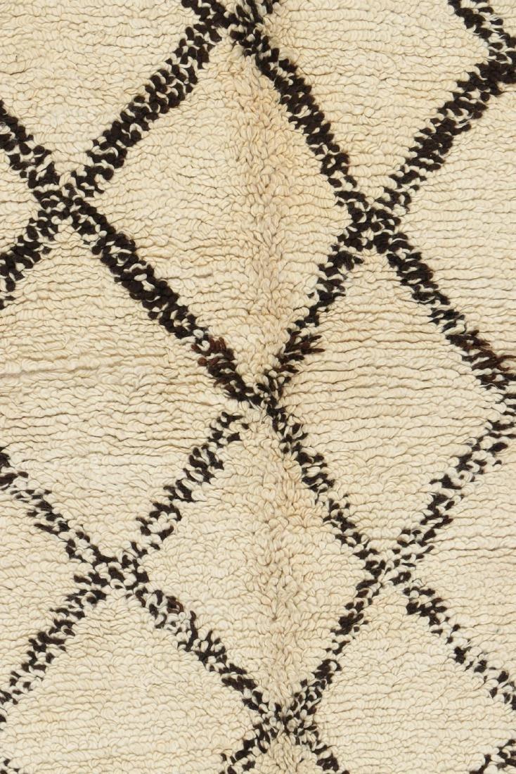 Vintage Moroccan Beni Ourain Rug: 5'1'' x 7'11'' - 2