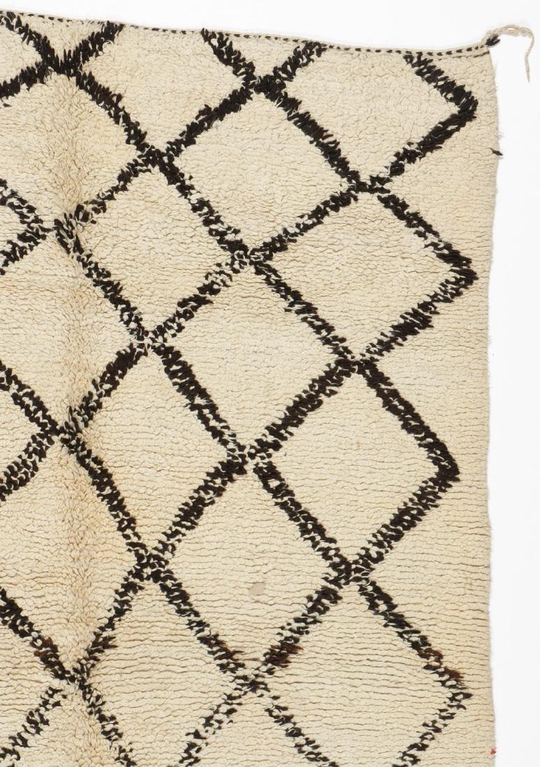 Vintage Moroccan Beni Ourain Rug: 5'1'' x 7'11'' - 3