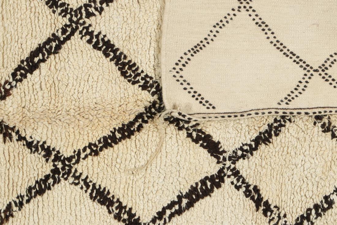 Vintage Moroccan Beni Ourain Rug: 5'1'' x 7'11'' - 4
