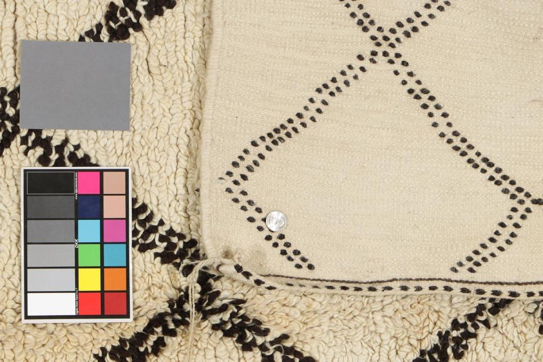 Vintage Moroccan Beni Ourain Rug: 5'1'' x 7'11'' - 5
