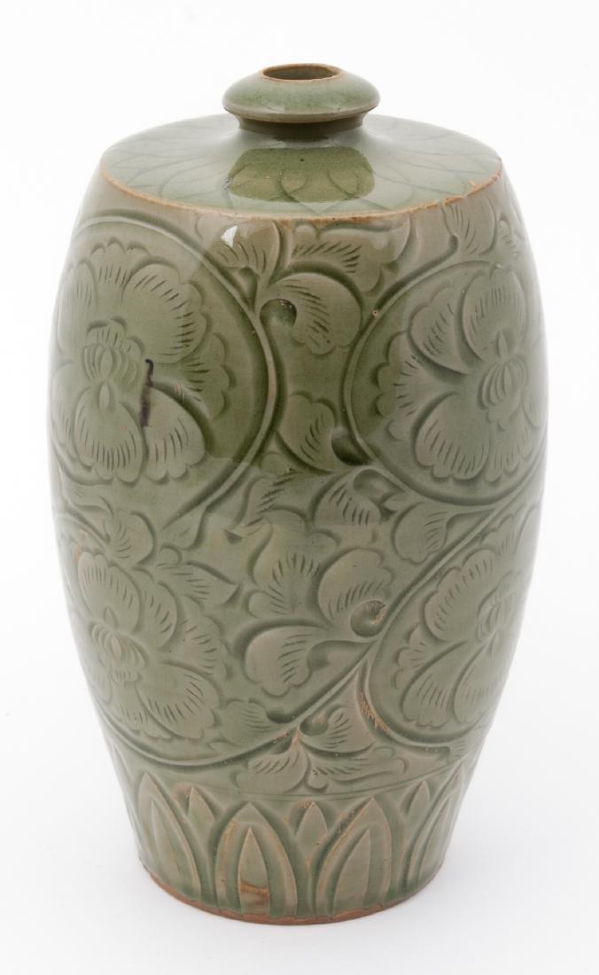 Fine Chinese Qing Dynasty Celadon Vase