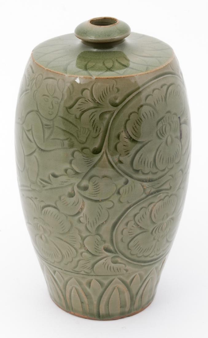 Fine Chinese Qing Dynasty Celadon Vase - 2