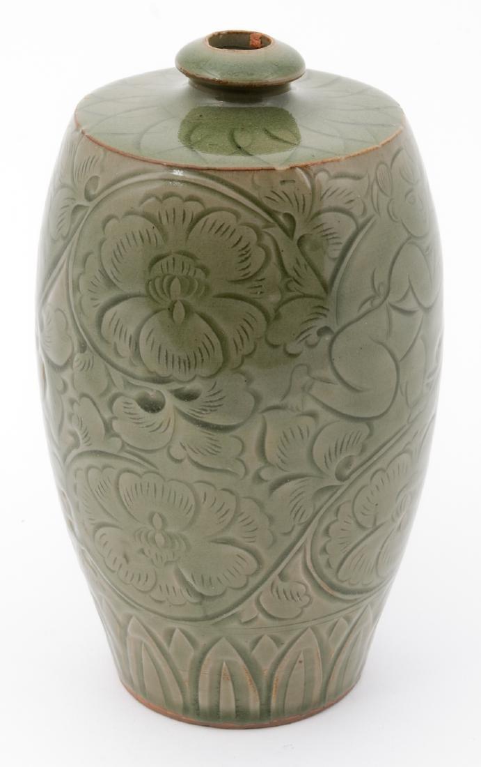 Fine Chinese Qing Dynasty Celadon Vase - 3