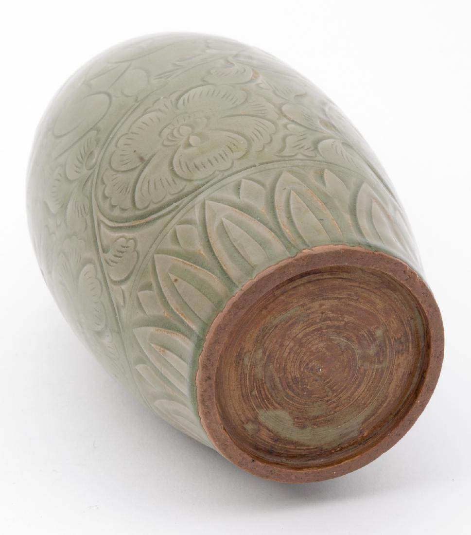 Fine Chinese Qing Dynasty Celadon Vase - 6