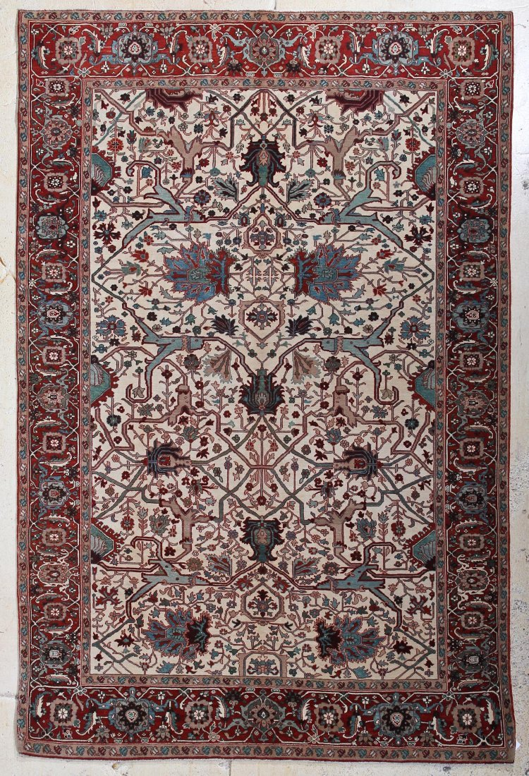 Fine Ivory Ground Serapi Carpet