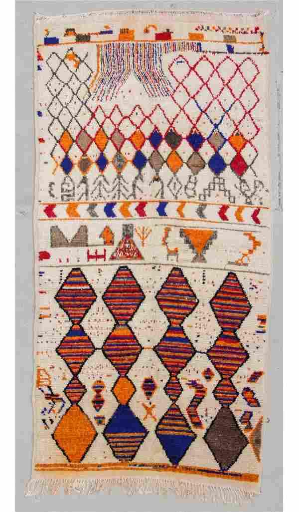 """Vintage Moroccan Rug: 4'8"""" x 8'11"""" (142 x 272 cm)"""
