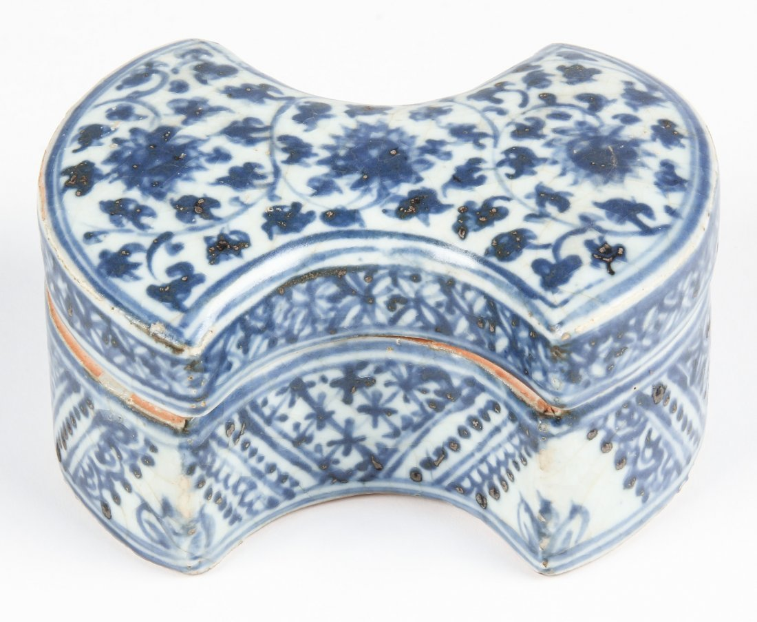Chinese Ming Dynasty Blue and White Trinket Box