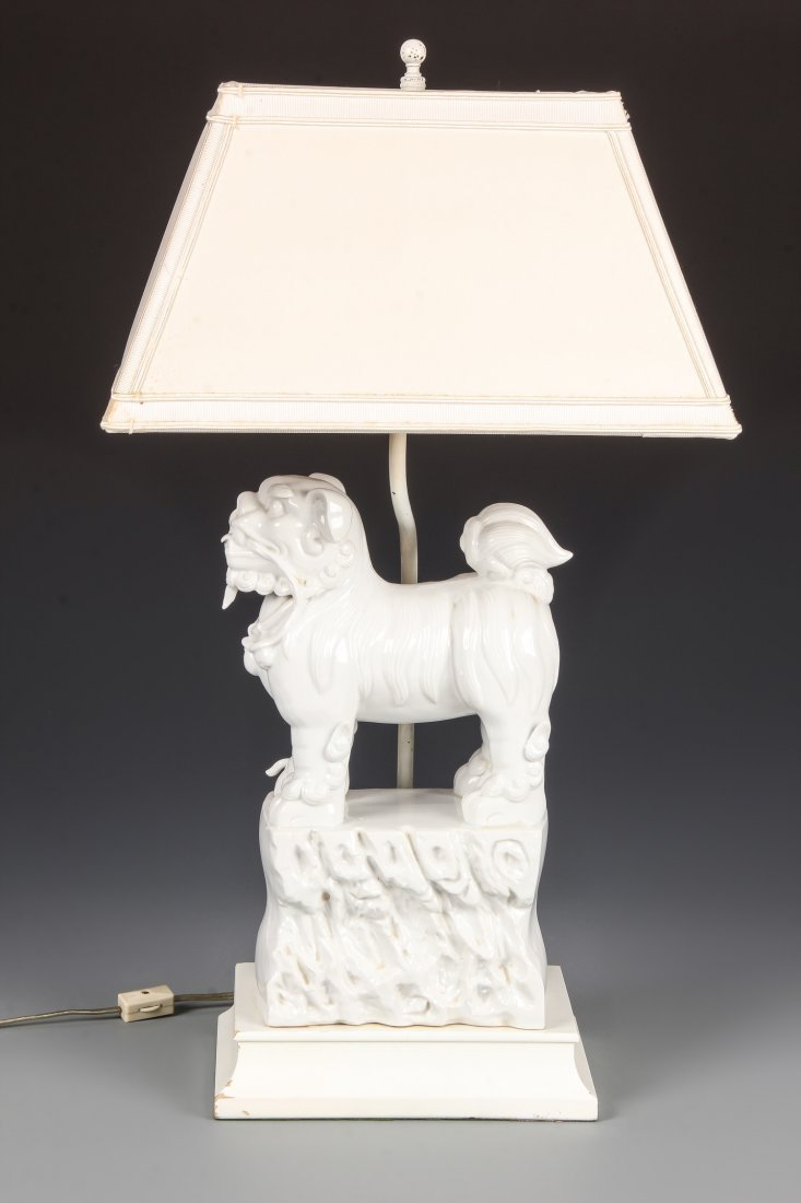 Blanc de Chine Food Dog Lamp