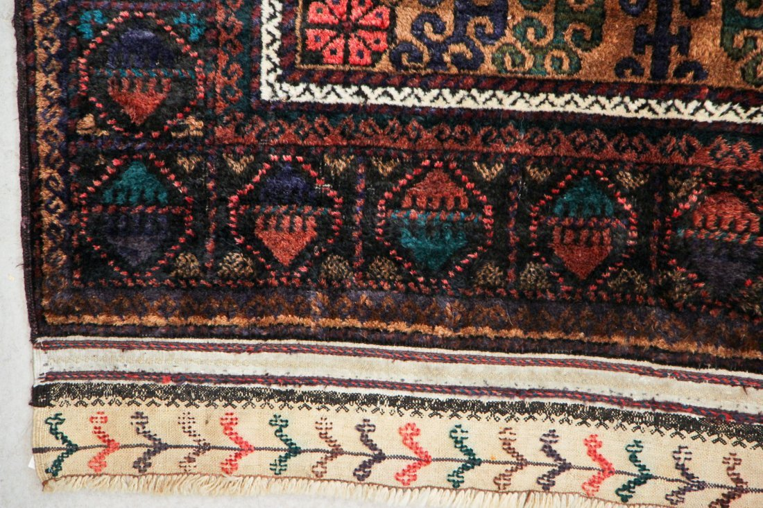 Vintage Beluch Rug: 4'2'' x 6'6'' (127 x 198 cm) - 2