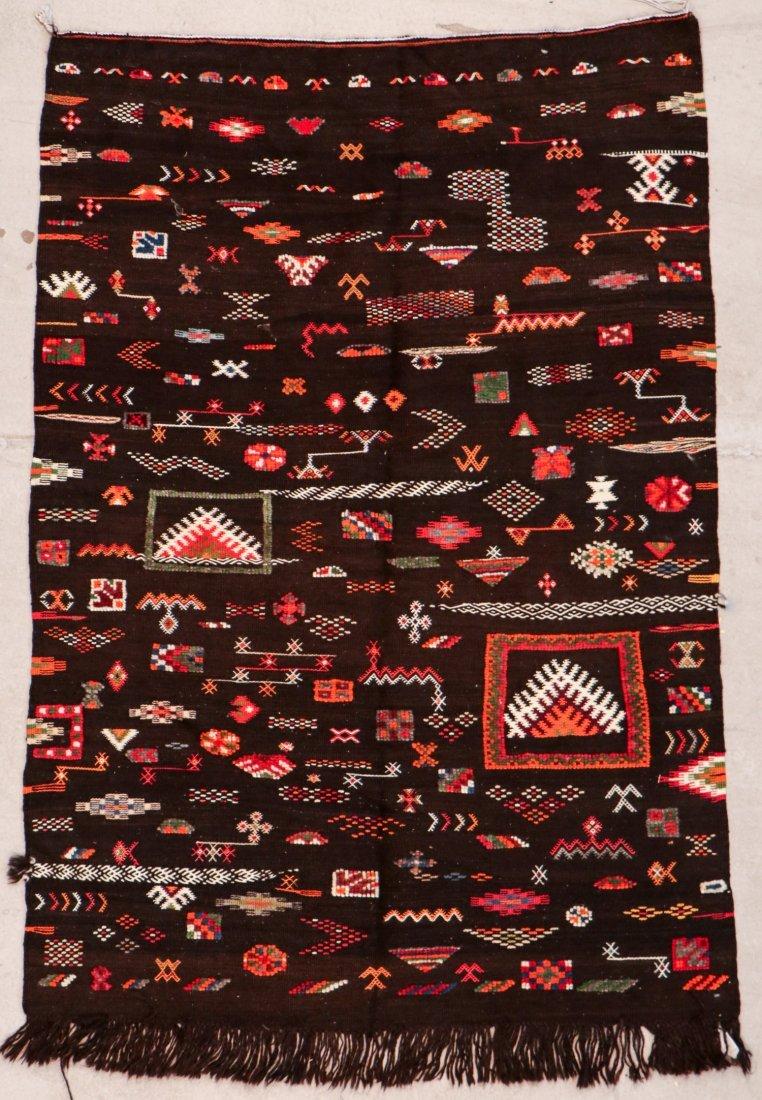 """Vintage Moroccan Rug: 3'11"""" x 6' (119 x 183 cm)"""