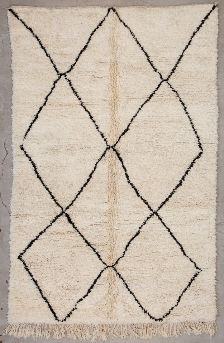 """Vintage Beni Ourain Rug: 5'9"""" x 8'9"""" (176 x 267 cm)"""