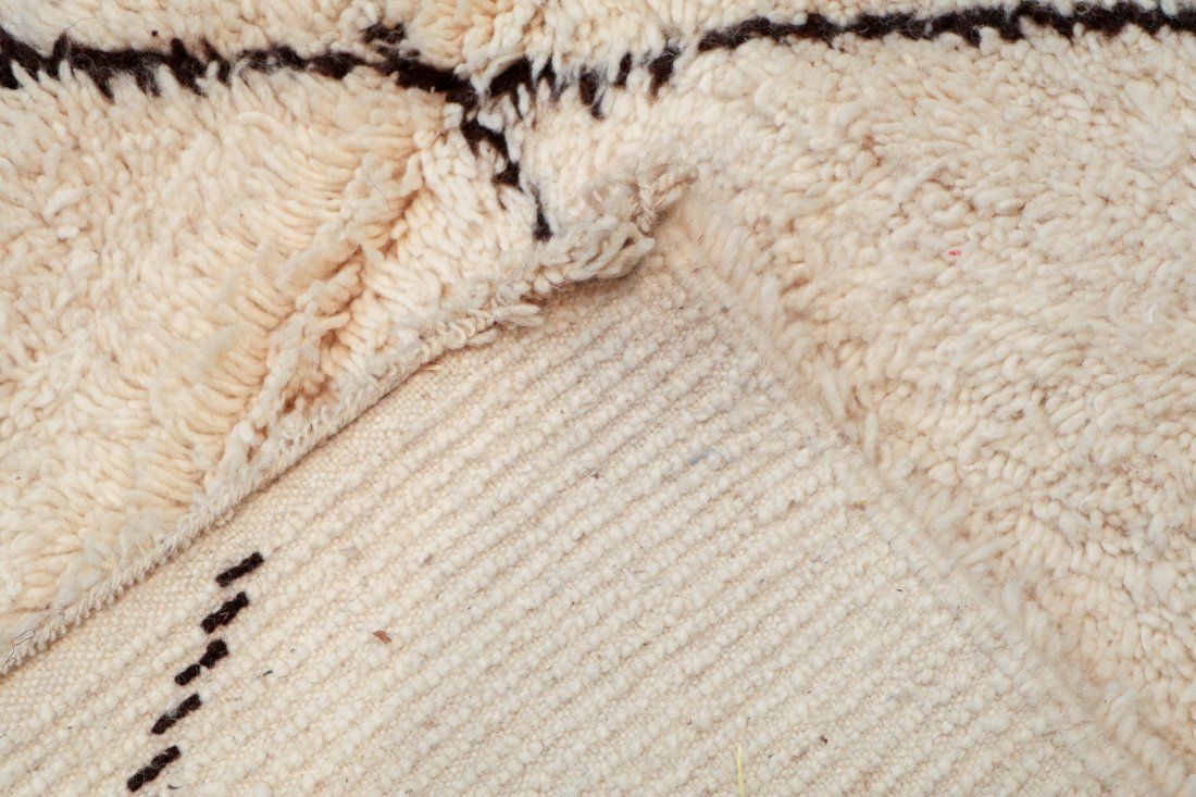 """Vintage Beni Ourain Rug: 5' x 7'10"""" (152 x 240 cm) - 4"""