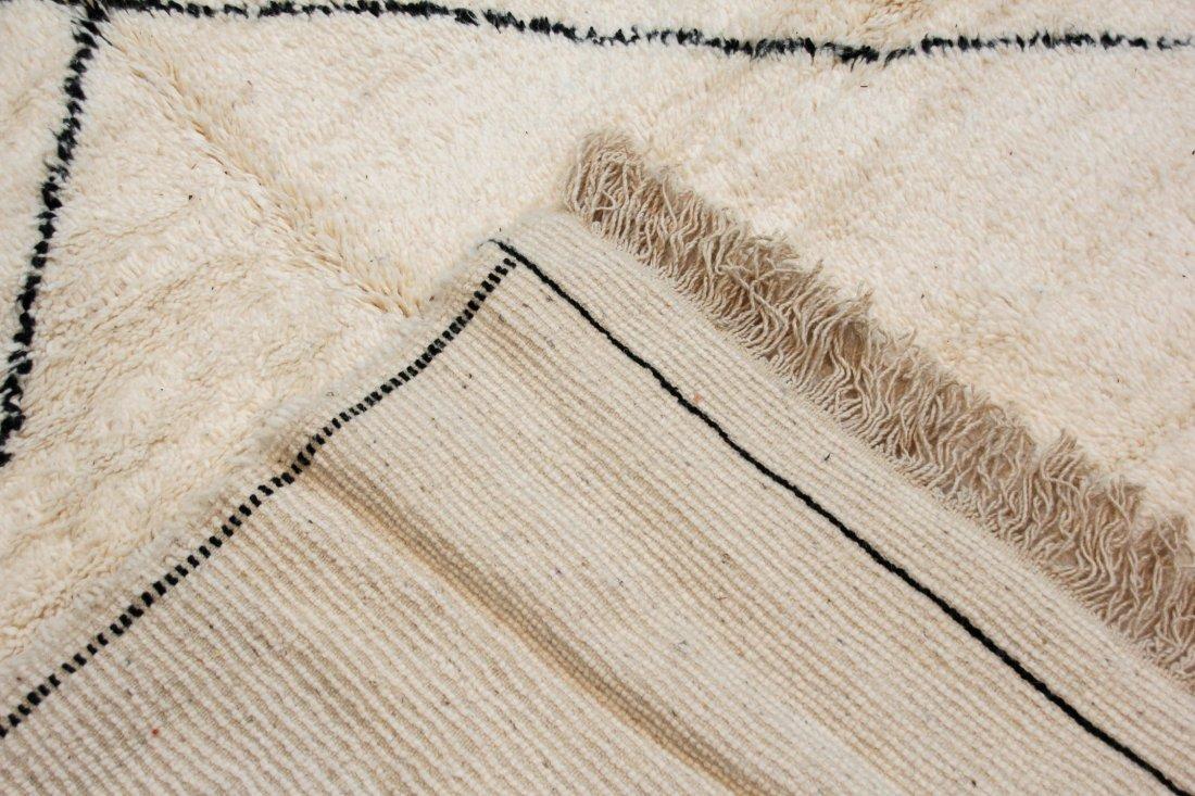 """Vintage Beni Ourain Rug: 5' x 7'4"""" (153 x 223 cm) - 4"""