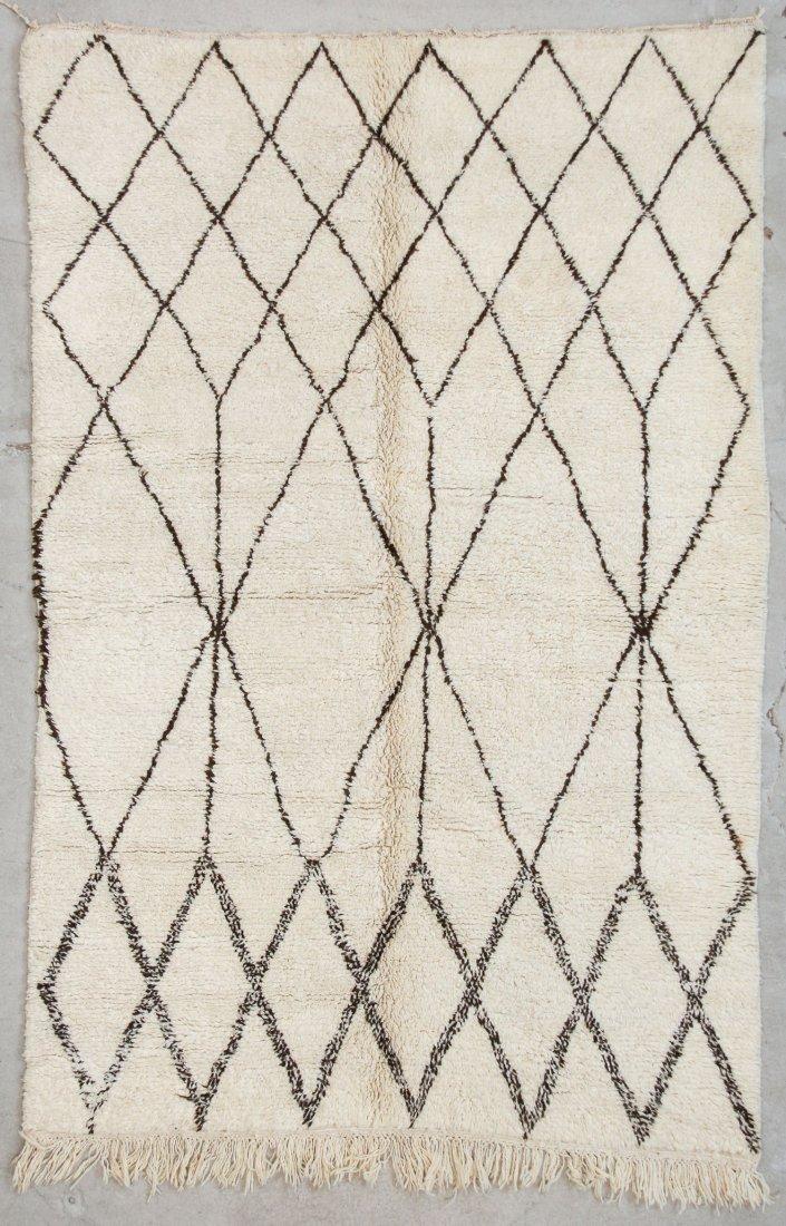 """Vintage Beni Ourain Rug: 5'6"""" x 8'2"""" (167 x 250 cm)"""