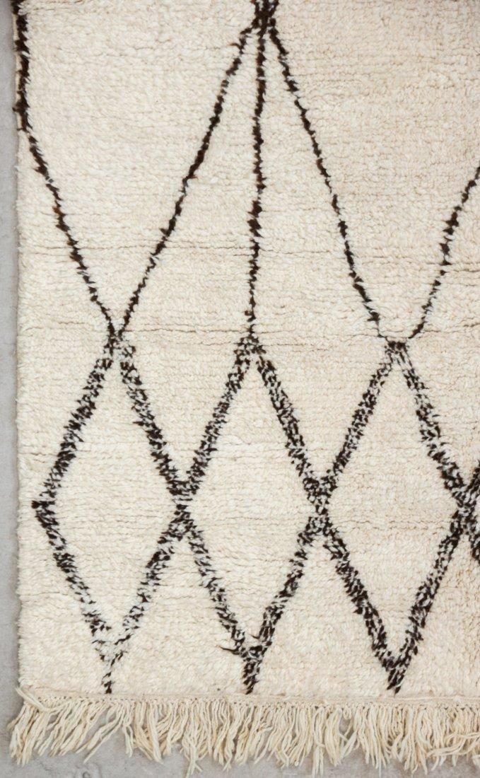 """Vintage Beni Ourain Rug: 5'6"""" x 8'2"""" (167 x 250 cm) - 2"""