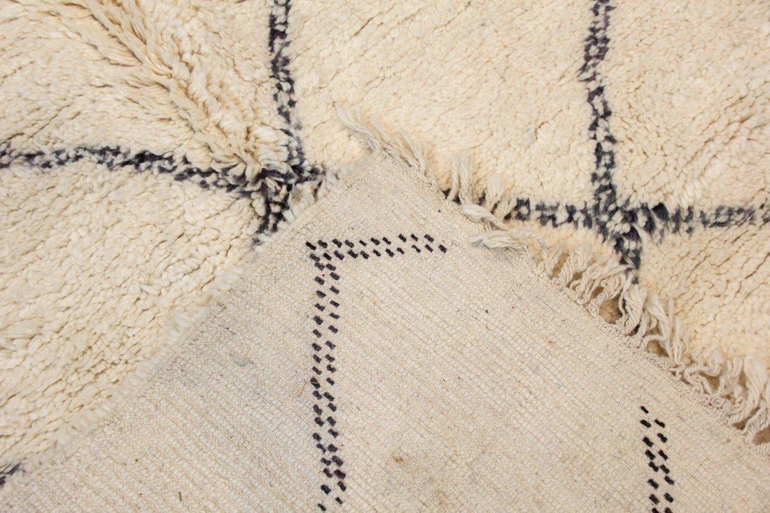 """Vintage Beni Ourain Rug: 6'8"""" x 9'10"""" (203 x 300 cm) - 4"""