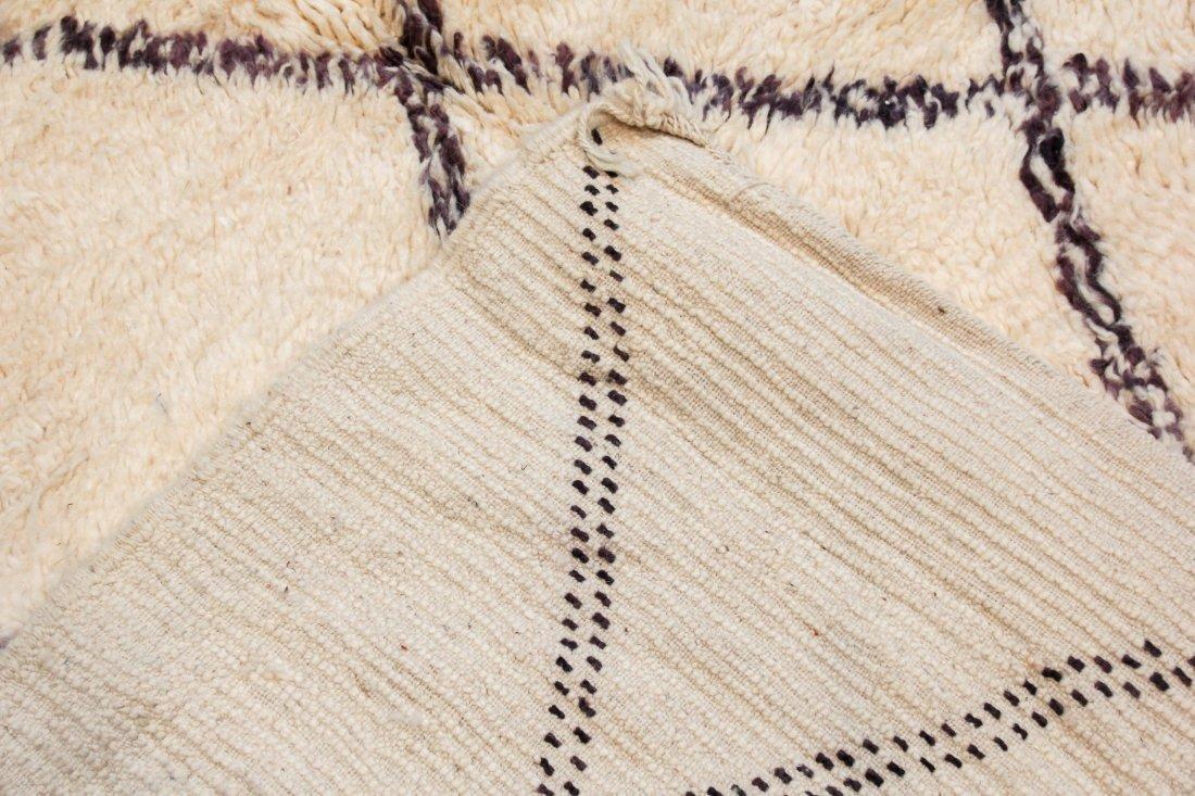 """Vintage Beni Ourain Rug: 5'9"""" x 8'4"""" (175 x 253 cm) - 4"""