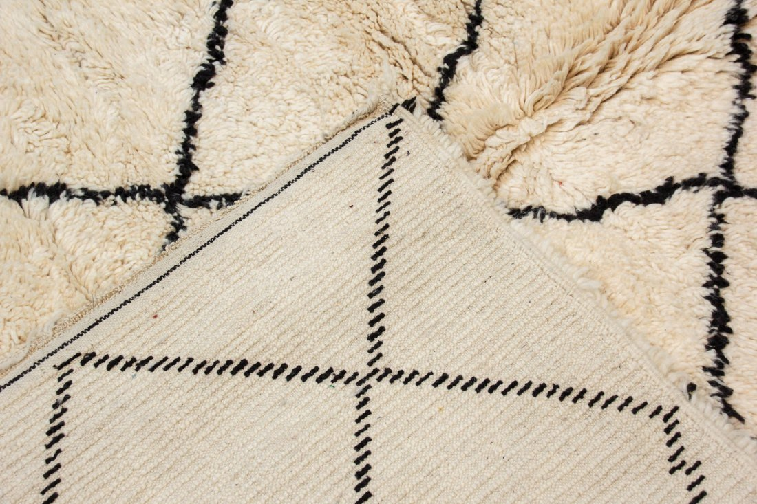 """Vintage Beni Ourain Rug: 6'3"""" x 7'11"""" (191 x 242 cm) - 4"""