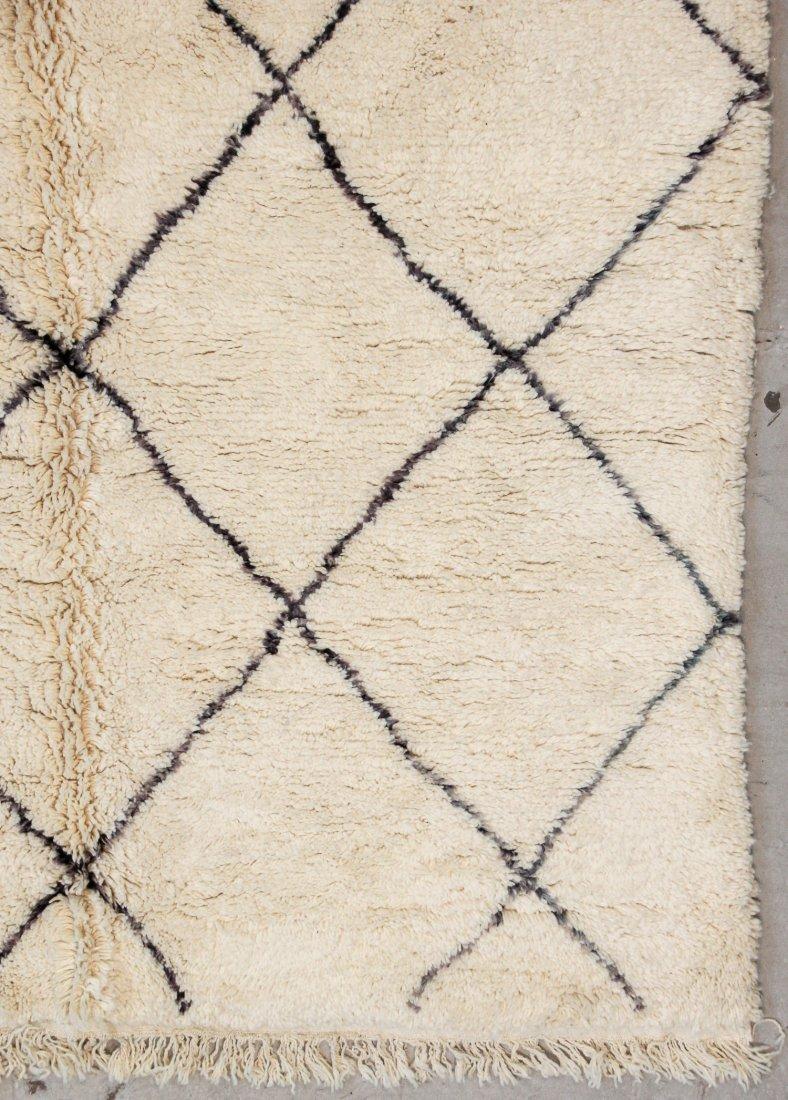 """Vintage Beni Ourain Rug: 6'11"""" x 9'9"""" (212 x 296 cm) - 2"""