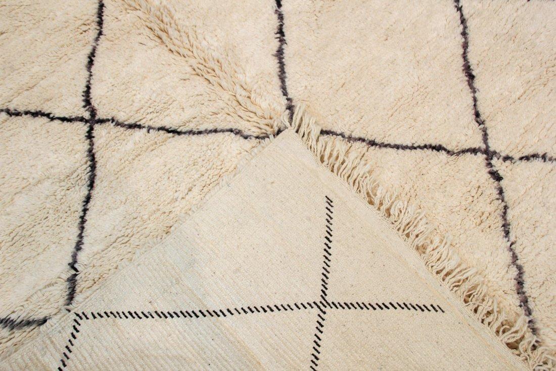 """Vintage Beni Ourain Rug: 6'11"""" x 9'9"""" (212 x 296 cm) - 4"""