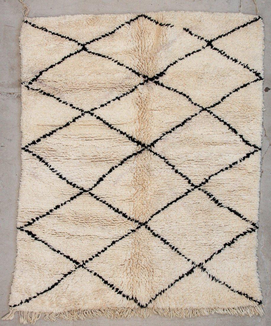 """Vintage Beni Ourain Rug: 5'7"""" x 6'8"""" (170 x 203 cm)"""
