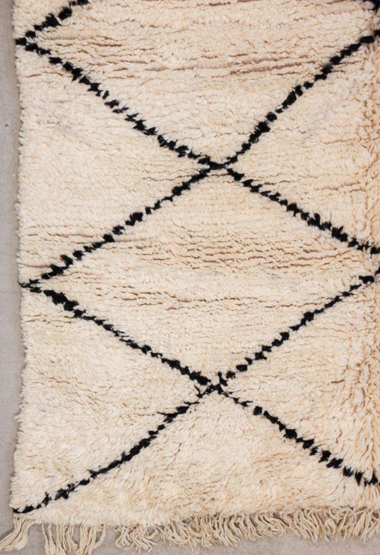 """Vintage Beni Ourain Rug: 5'7"""" x 6'8"""" (170 x 203 cm) - 2"""