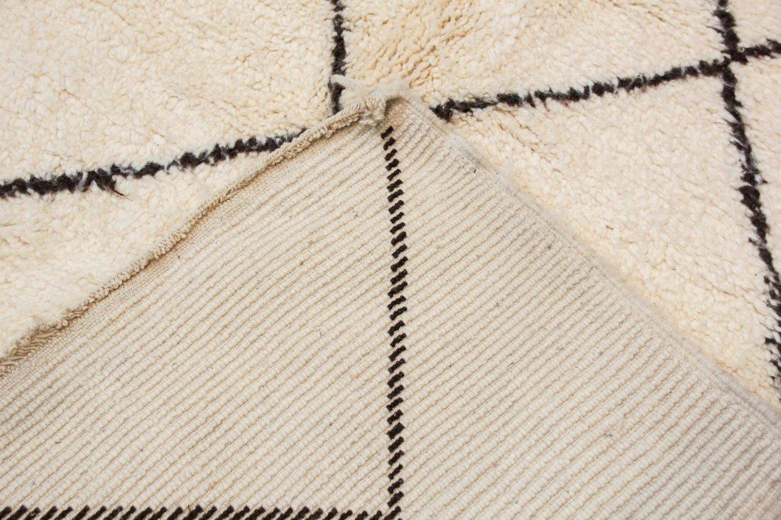 """Vintage Beni Ourain Rug: 7'3"""" x 9'10"""" (220 x 300 cm) - 4"""