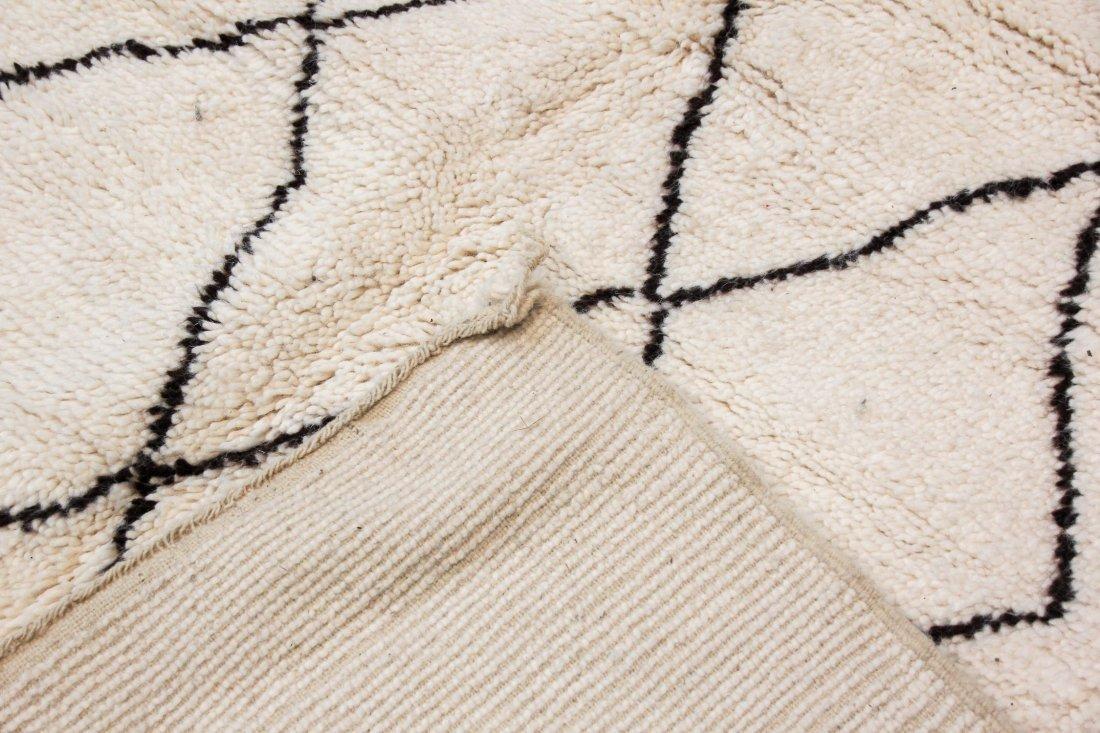 """Vintage Beni Ourain Rug: 5'9"""" x 7'8"""" (175 x 234 cm) - 4"""