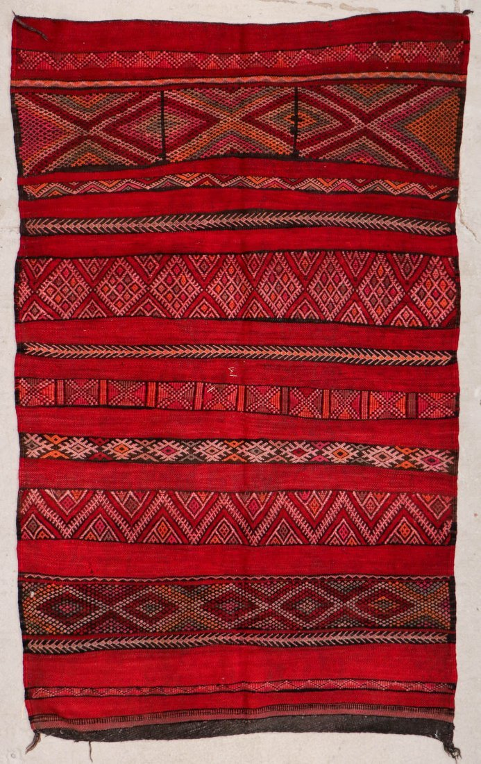 "Vintage Moroccan Kilim: 4'8"" x 7'7"" (141 x 230 cm)"