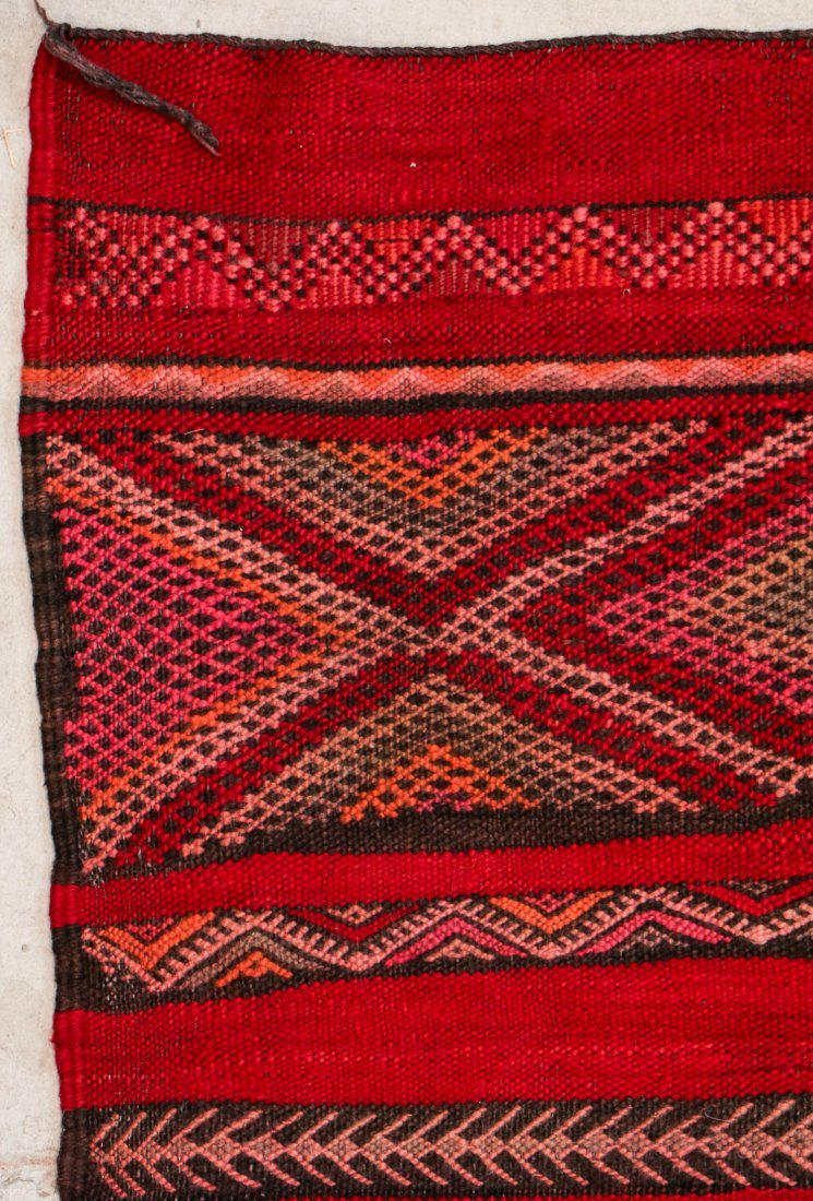 "Vintage Moroccan Kilim: 4'8"" x 7'7"" (141 x 230 cm) - 2"